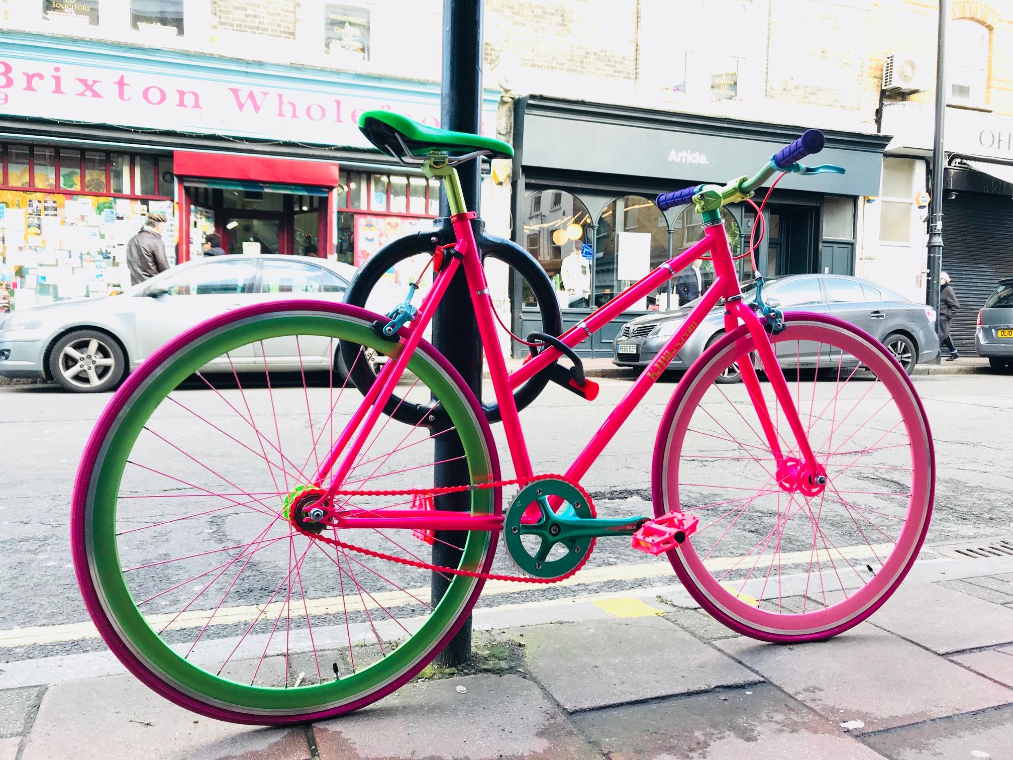 ロンドン編。う〜〜〜んと唸ってしまう自転車達。