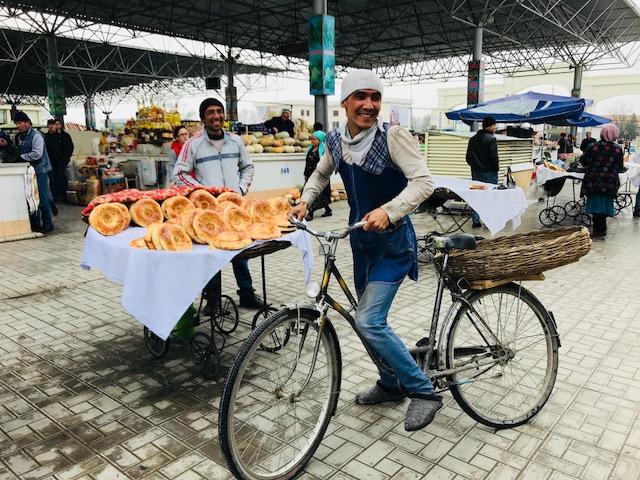 ウズベキスタンで、やっとやっと自転車に乗れたよ。