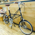 moulton_tsr9_blk_custom_03