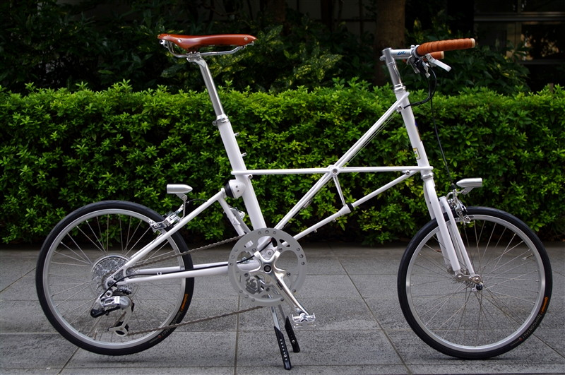 moulton_tsr9_white_custom