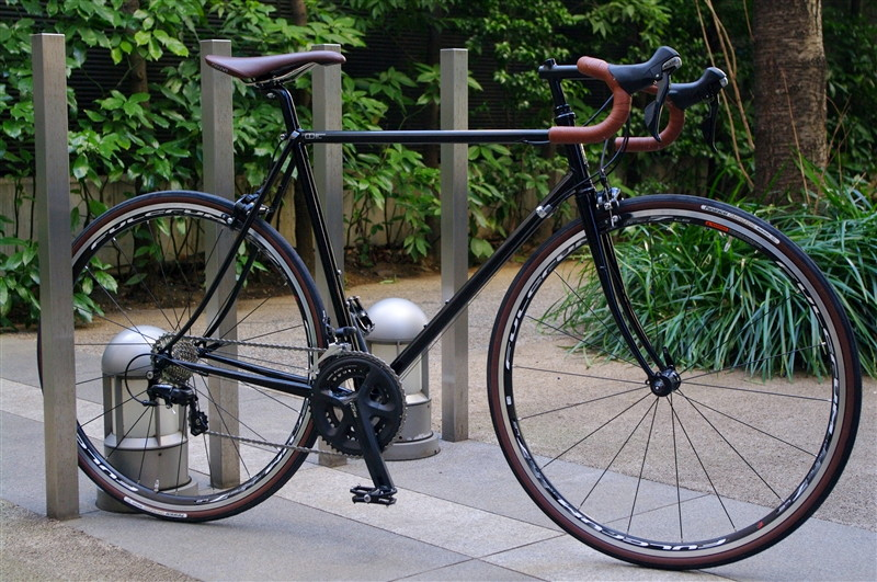 E.B.S / HOBO BLACK TOURING ROADMODEL