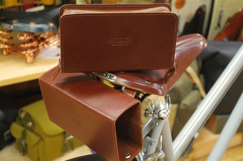 BROOKS / D-SHAPED TOOL BAG BROWN