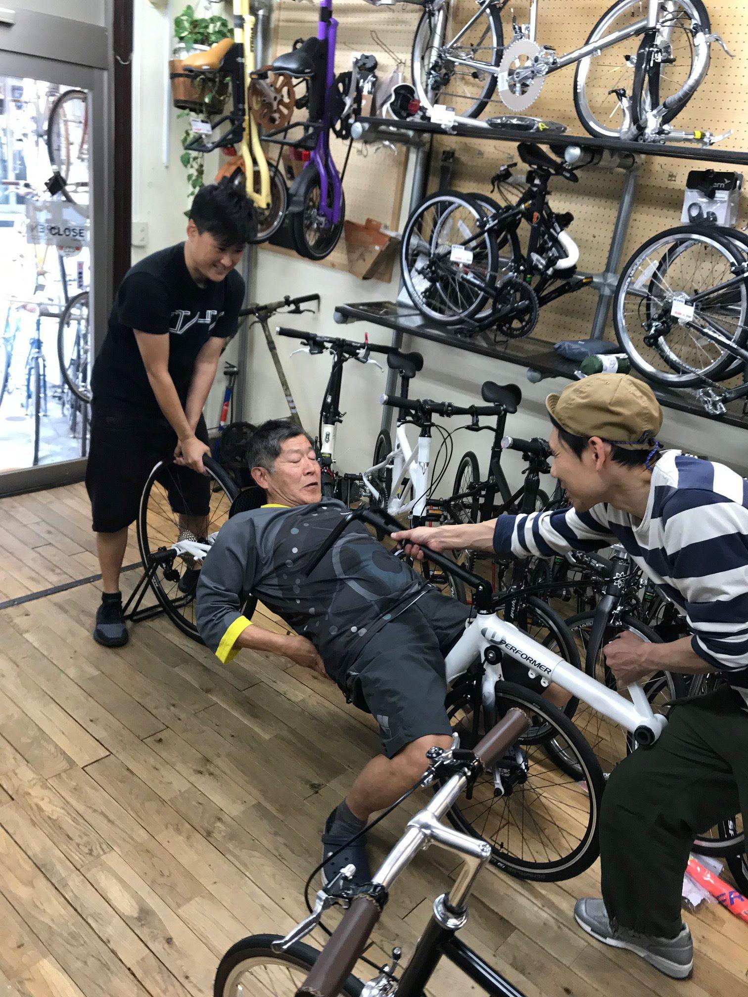 寝そべって乗れちゃう、楽チン自転車。