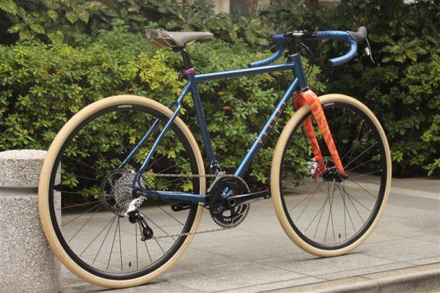 velocicyleのロードバイクdiskokingのドロップハンドル完成車