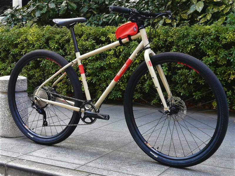 アメリカンブランドbreezerのcrossbikeの完成車radarcafeのvansタイヤカスタム