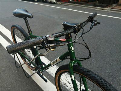アメリカンブランドbreezerのクロスバイクradarcafeのvansタイヤカスタム