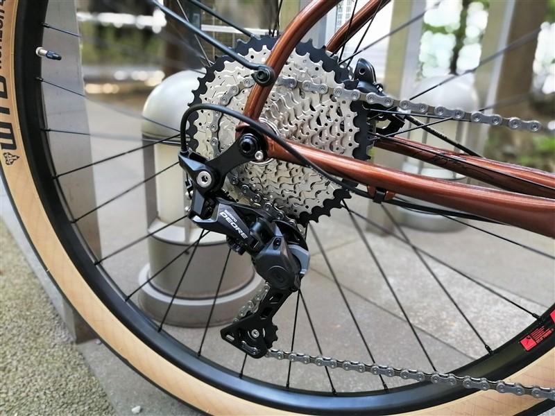 アメリカンブランドbreezerのクロスバイクdoppercafeの完成車