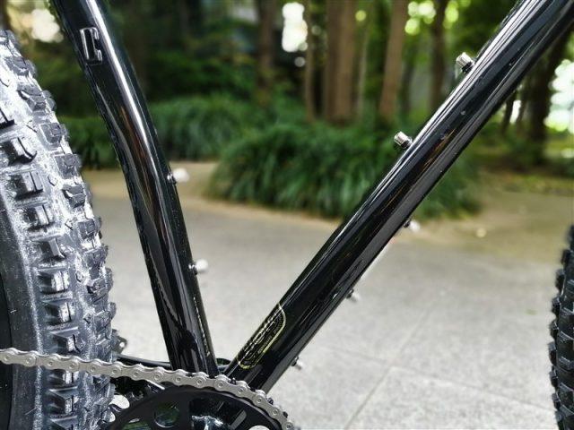 アメリカンブランドsurlyのマウンテンツーリングフレームecrのドロップハンドル仕様sram/apex完成車