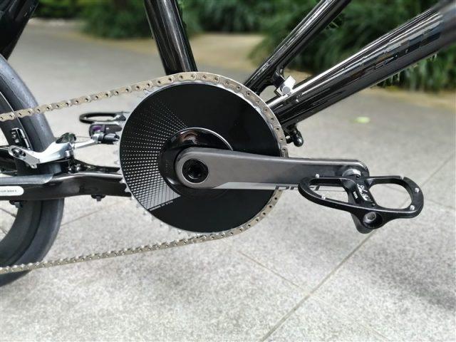 ミニベロブランドtyrellの軽量折り畳みフレームFSXのe-tapaxs完成車