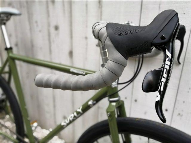 アメリカンブランドsulryのグラベルバイクstrraglerの完成車カスタム
