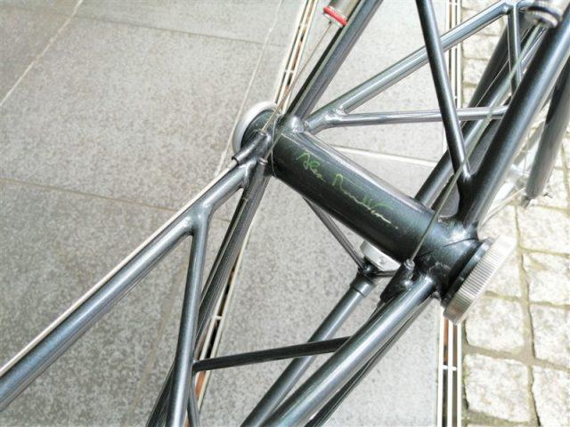 英国製ハンドメイドフレームalexmoultonの17インチホイールフレーム
