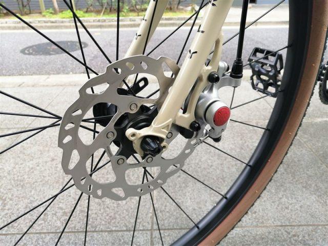 アメリカンブランドsurlyのクロスバイクstragglerのドロップハンドル完成車