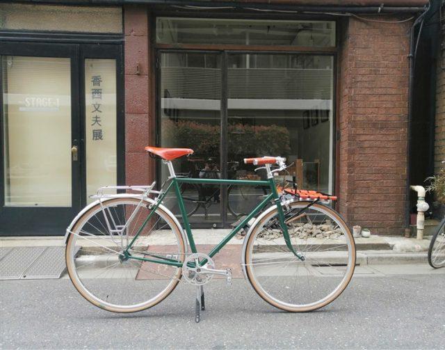 日本製ハンドメイドフレームe.b.sのセカンドラインtobira クラシックな実用車スタイルのクロスバイク