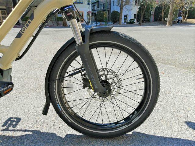 """アメリカの折り畳み自転車ブランドtern 新作e-bike """"hsd p9""""にbobikeのチャイルドシートを取り付け"""