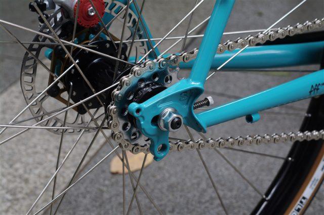 アメリカンブランドsurlyのクロスバイクフレームstraggler ハブダイナモ&シングルスピード完成車